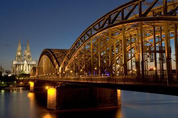 Kölner Dom mit Hohenzollnerbrücke