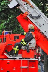 Feuerwehrmann an der Drehleiter 054