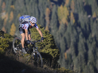 Mountainbiker in der Natur