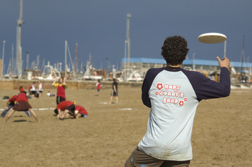 Frisbee sulla spiaggia