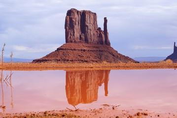 Monument gespiegelt
