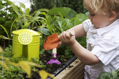 In de dag Tuin toddler gardening