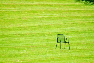 Stuhl auf der Wiese
