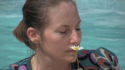 sentir une fleur les yeux fermés