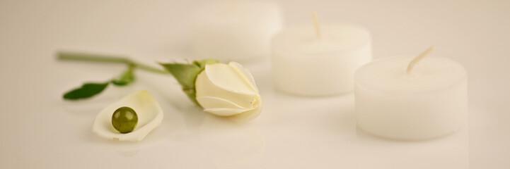 perle verte et rose blanche