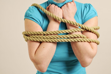 arms are tied horizontal