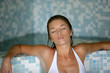 jeune femme dans un sauna