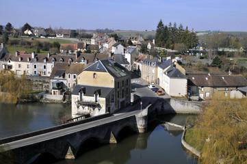 Vue aérienne de Fresnay-sur-Sarthe en France