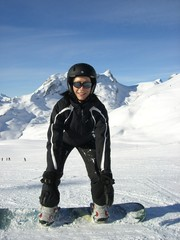 Snowboarderin, lachend