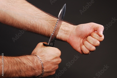 how to stop bleeding from slit wrists