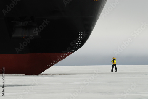 Fotobehang Antarctica 2 Person at bow of icebreaker, Franz Josef Land, Russia