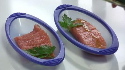 ajouter un filte d'huile d'olive sur le saumon