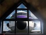 Flugzeug vorm Fenster