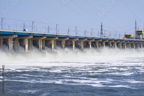 elektrownia hidroelektryczna na rzece