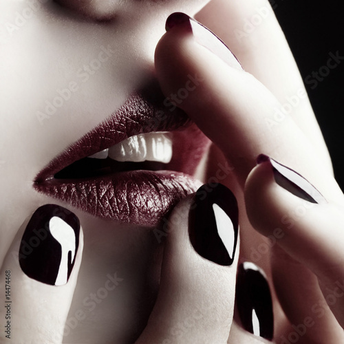 Fototapety, obrazy : Close-up of lips and nails