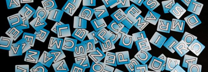 letter alfabeto su fondo nero