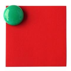 bouton magnet sur post-it rouge