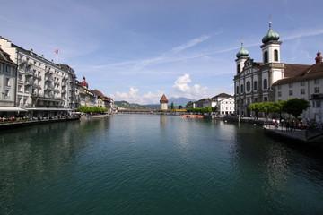 Luzern, Reuss mit Altstadt und Jesuitenkirche