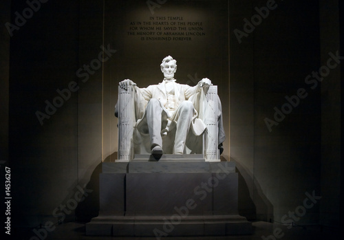 Lincoln Monument w nocy