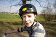 Jugendlicher freut sich beim Fahrradfahren