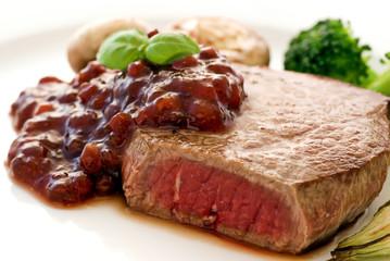 Steak mit Preiselbeeren
