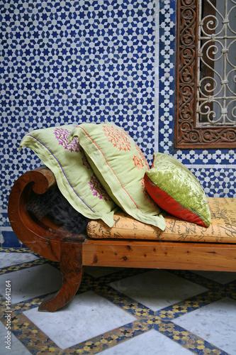 d coration orientale m lange ancien et contemporain de chantals photo libre de droits. Black Bedroom Furniture Sets. Home Design Ideas