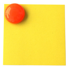 bouton magnet sur post-it jaune en papier recyclé