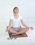 jeune femme posture méditation poster