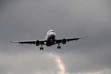 Flugzeug beim Landeanflug