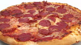 Pepperoni pizza zoom out - HD
