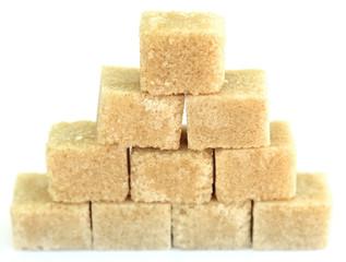 pyramide de sucre brun