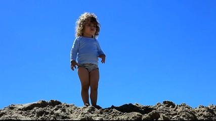 Enfant sur une dune