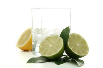 ti punch, verre de rhum et citron vert