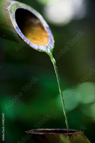 Fontaine asiatique en bambou