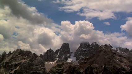 nuvole sopra le dolomiti
