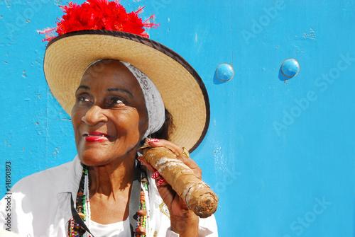 cigar lady in havana cuba - 14890893
