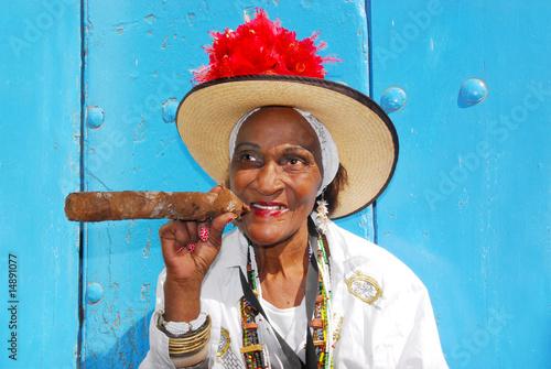 Fotobehang Caraïben cigar lady in havana cuba