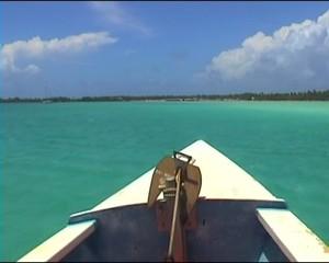 pirogue dans le lagon polynésien
