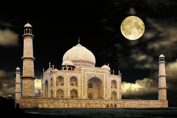 taj mahal india at night