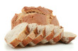 pains, boule et tranches de pain au levain sur fond blanc