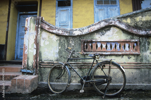 Old fashioned bicycle left by crumbling wall