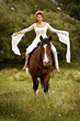 Frau romantisch, reitet auf einem Pferd