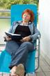 Frau auf dem Balkon