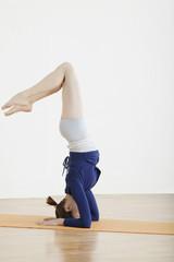 teenage girl (16-17) balancing on head