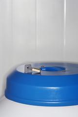Lock on top of nitrogen tank, close up