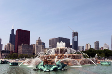 Buckingham Fountain - Chicago skyline