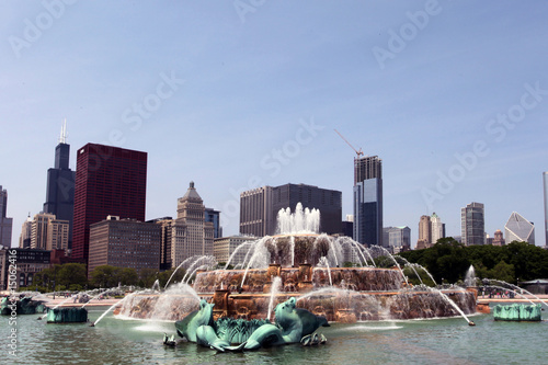Leinwanddruck Bild Buckingham Fountain - Chicago skyline