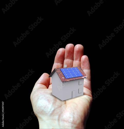 Main maison photovoltaïque gagner de l'argent