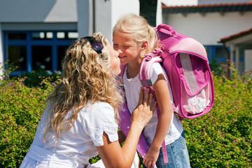 Erster Schultag – Mutter und Kind