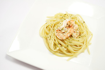 Homecooked aglio olio linguine with prawns, top-view